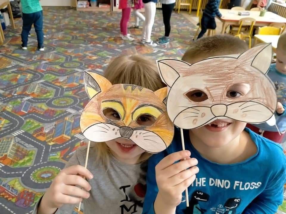 Dzieci tworzyły kocie maski