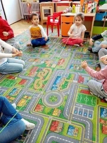 Dzieci tworzą pajęczynę bezpiecznego połączenia internetowego